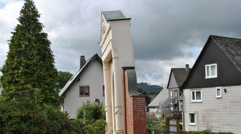 Torbogen der Kropff-Federath'schen Stiftung
